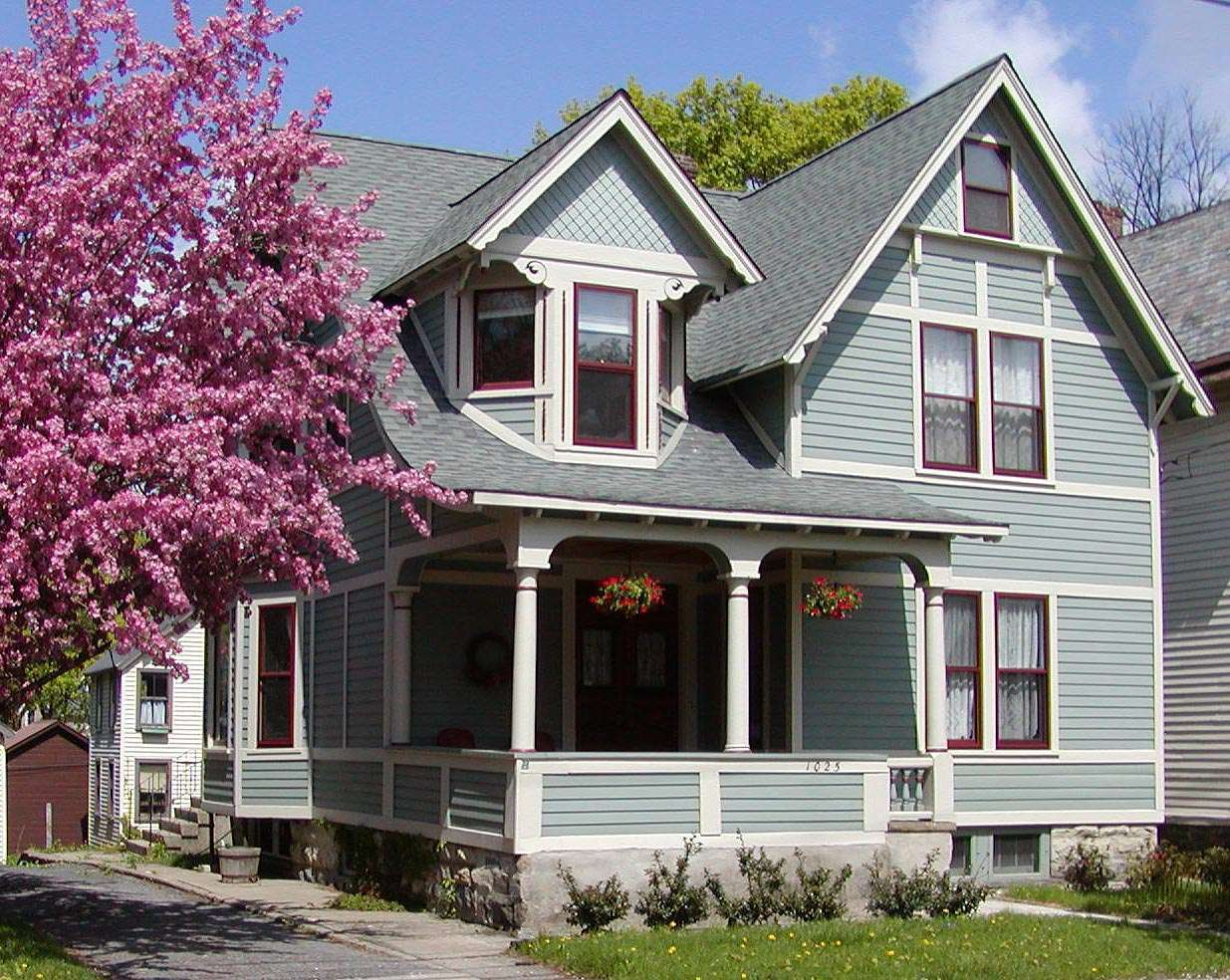 Exterior paint schemes and consider your surroundings What is the highest rated exterior paint