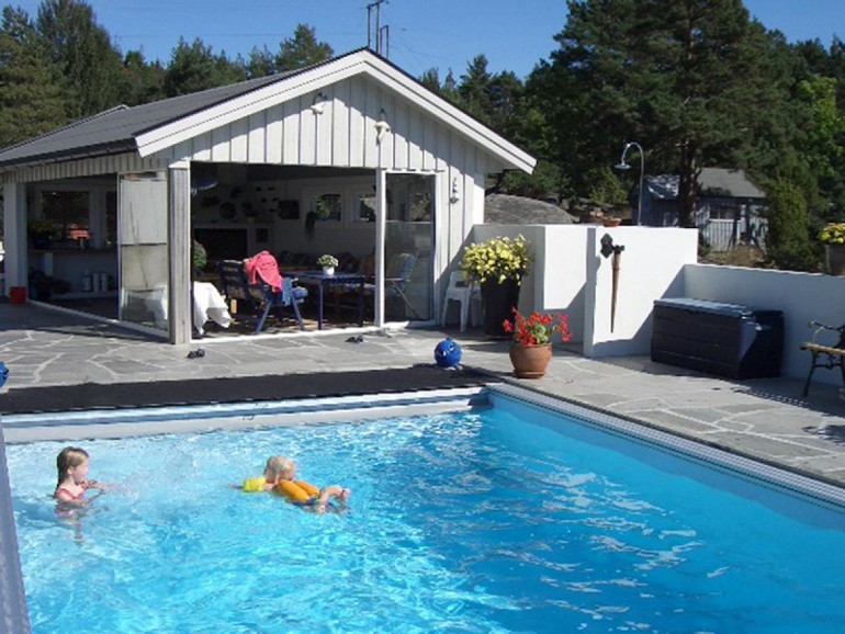 Awesome swimming pool supplies some must have item homesfeed for Swimming pool stores in my area