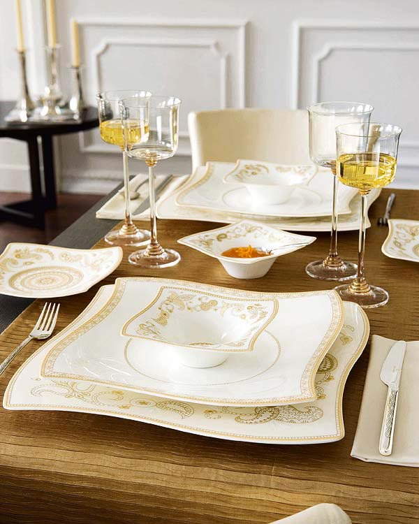 Black Dining Table Cream Dining Chair Fold Table Cloth Wine Glasses  Beauiful White And Gold Plate