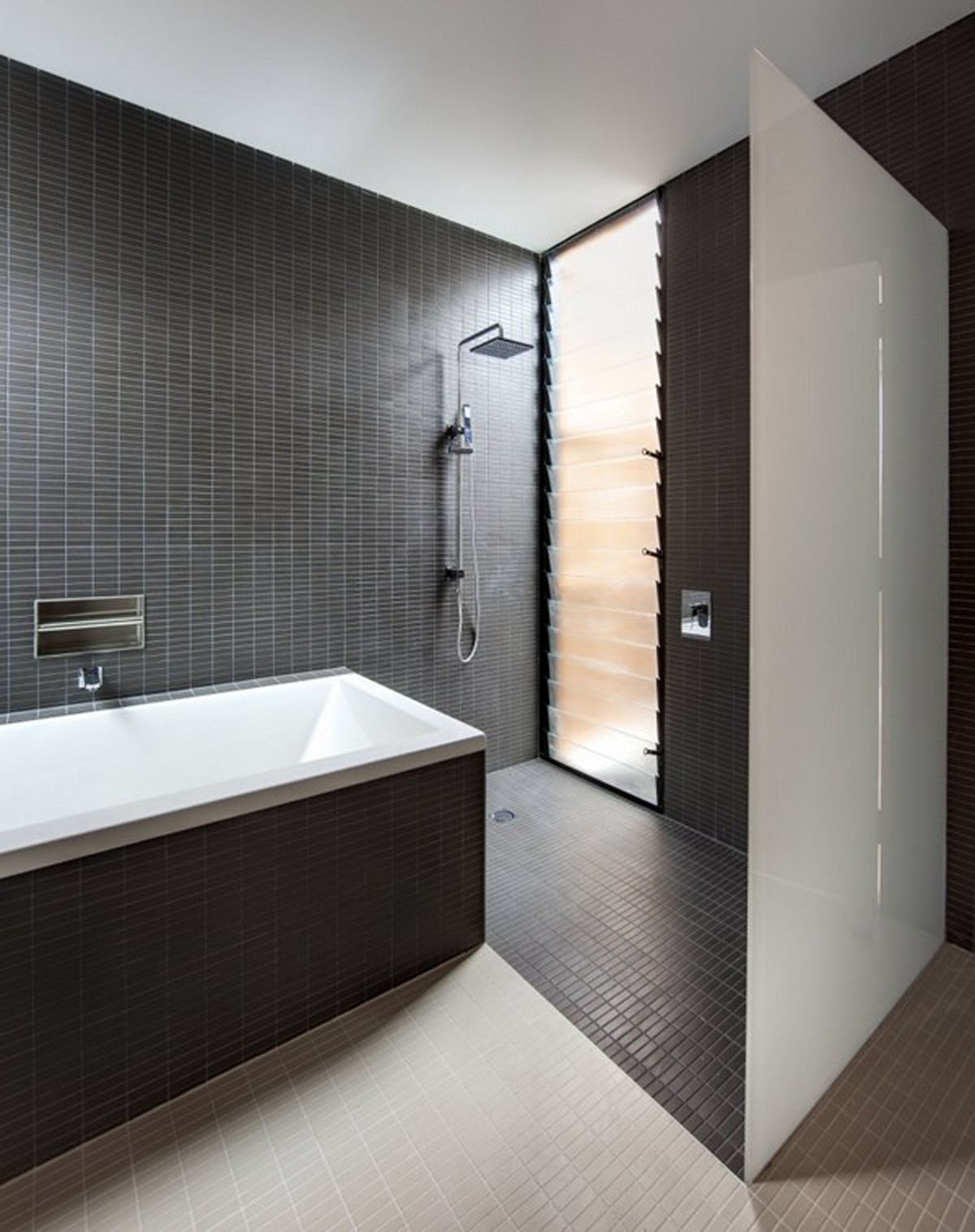 Bathroom ideas black and white - Black Tiled Wall Built In Bathtub Covered With Black Tiled White Glass Separator Single Steel Shower