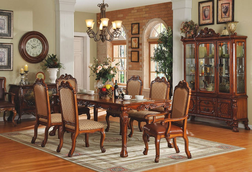 Artistic wall decorations for traditional dining room for Dining room wall furniture