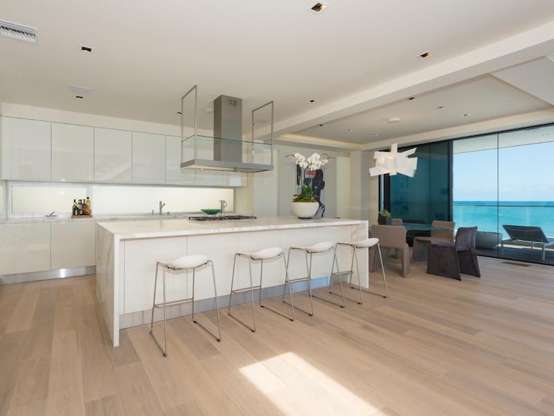 Contemporary Villa Design In Malibu Confronts The Blue Pacific Ocean