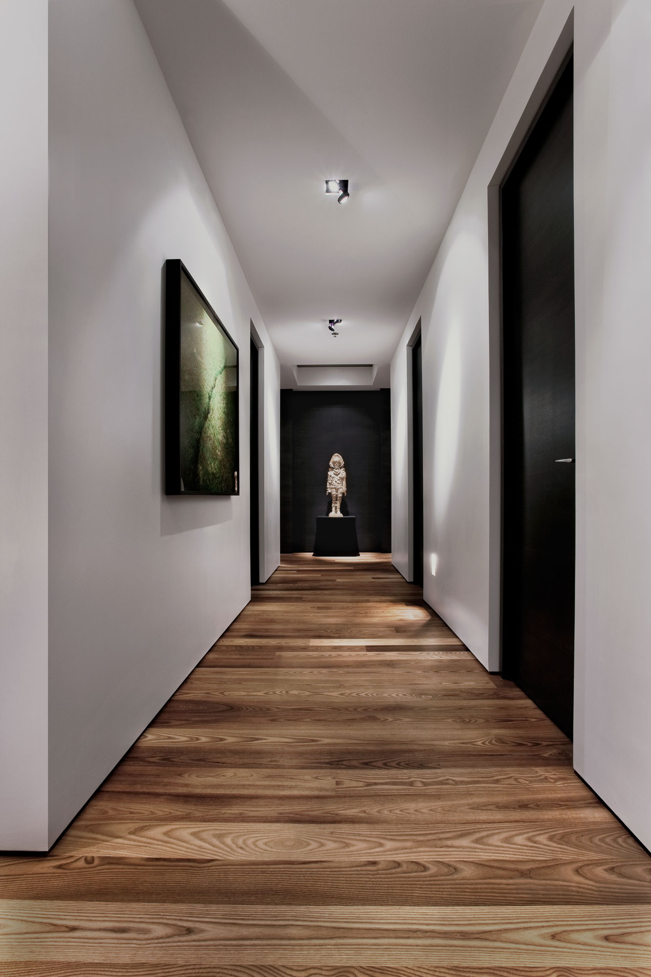 Awesome White Painted Wall White Painted Wall Wooden Varnished Floor Black Painted  Interior Doors Black Painted Wall