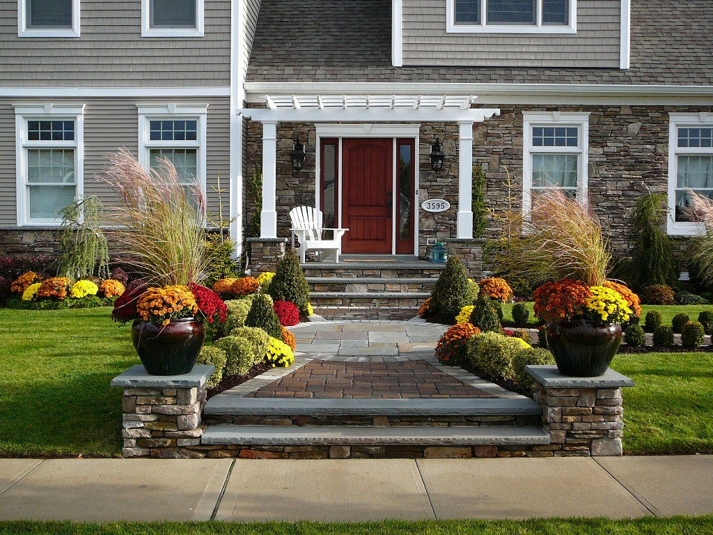 Giving a pretty touch for your front entry homesfeed for Front window landscaping ideas