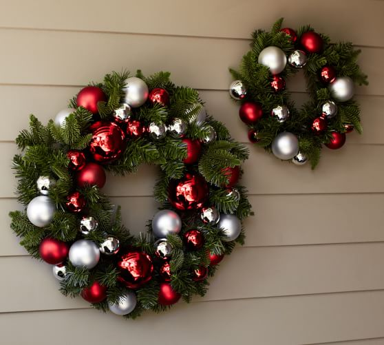 Pottery barn wreath decorations homesfeed for Outdoor christmas wall decorations