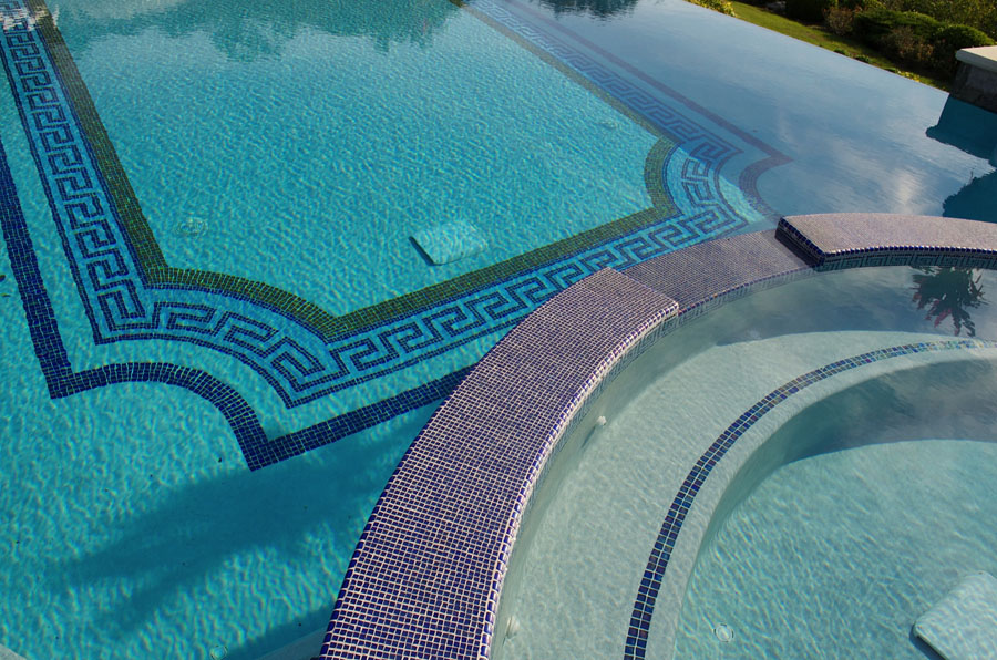 Decorate your swimming pool with attractive tiles homesfeed for Swimming pool tile pictures