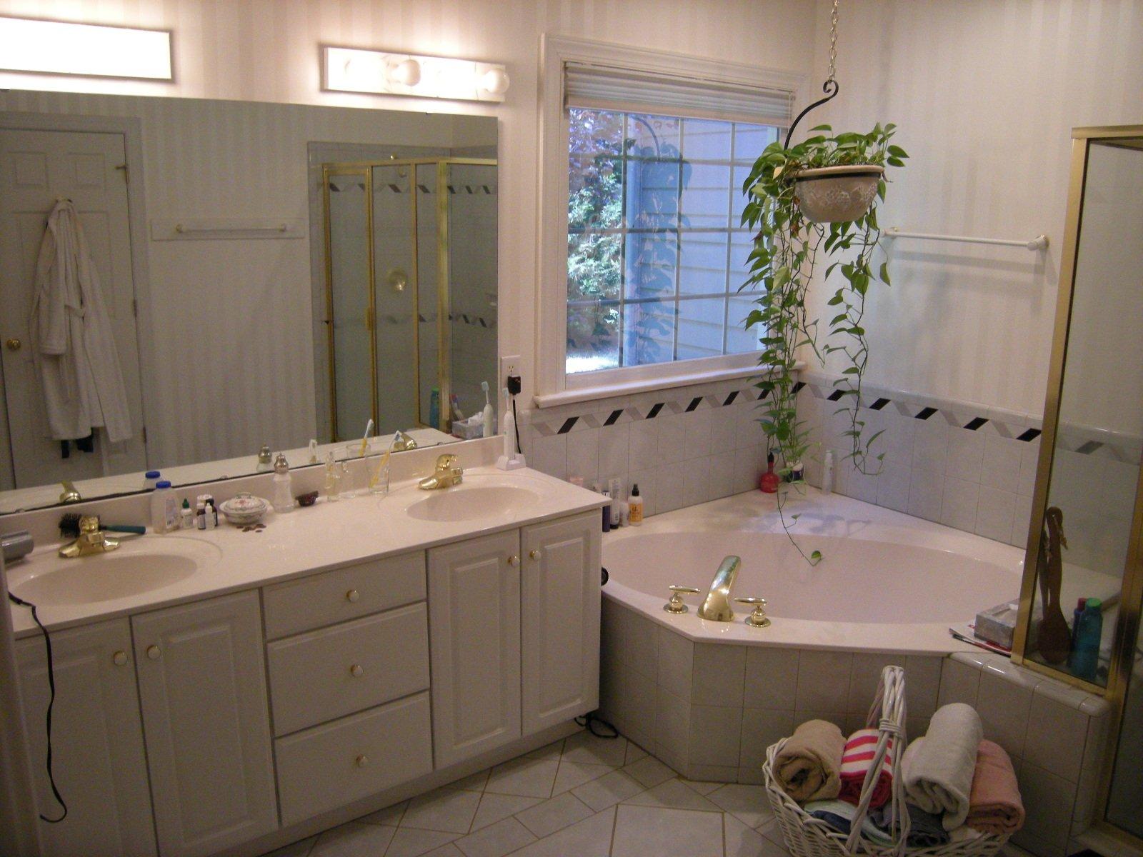 Doorless Bathroom With Large Bathtub