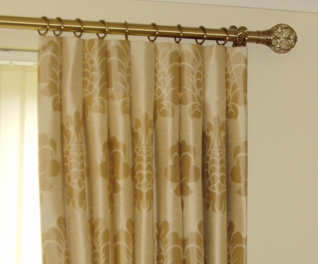 How to Make and Install the Inverted Pleat Drapes | HomesFeed