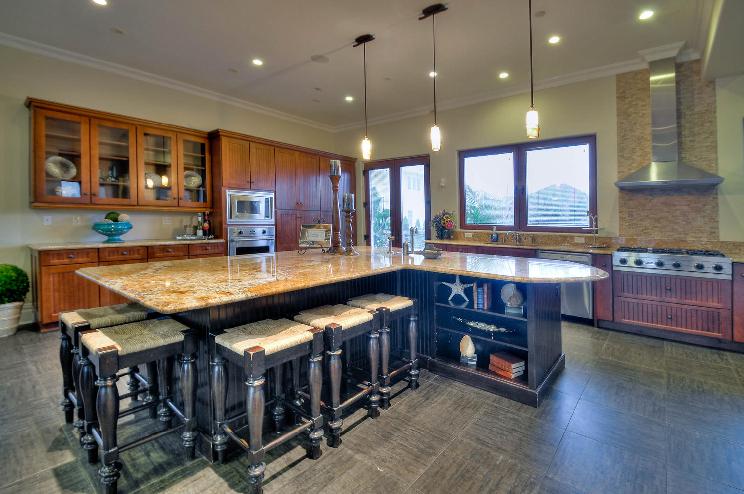 Allow extra room for dining with a large kitchen islands for Kitchen island with seating