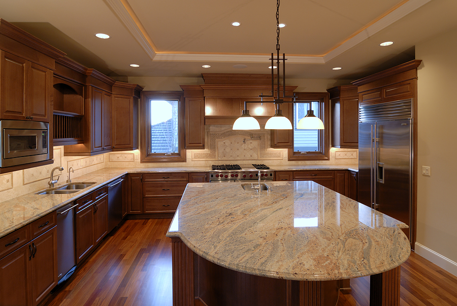 High Class Look Granite Countertop With Clear Natural Lines Triple Pendant  Lamps With Black Metal Hanger
