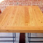natural pattern wood desk top combined metal-rubber chairs brick walls