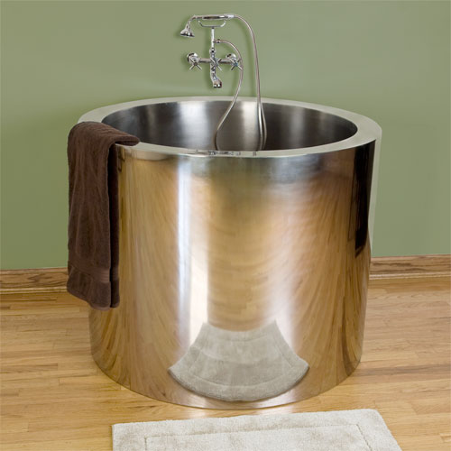 Japanese soaking tub small give the asian accent in your for Deep steel bath