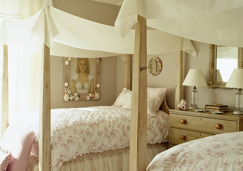 white wall cream and gold square mirror frame wood cabinet wood canopy  frame white floral bedding - Wonderful Canopy Beds For Dreamlike Bedroom HomesFeed