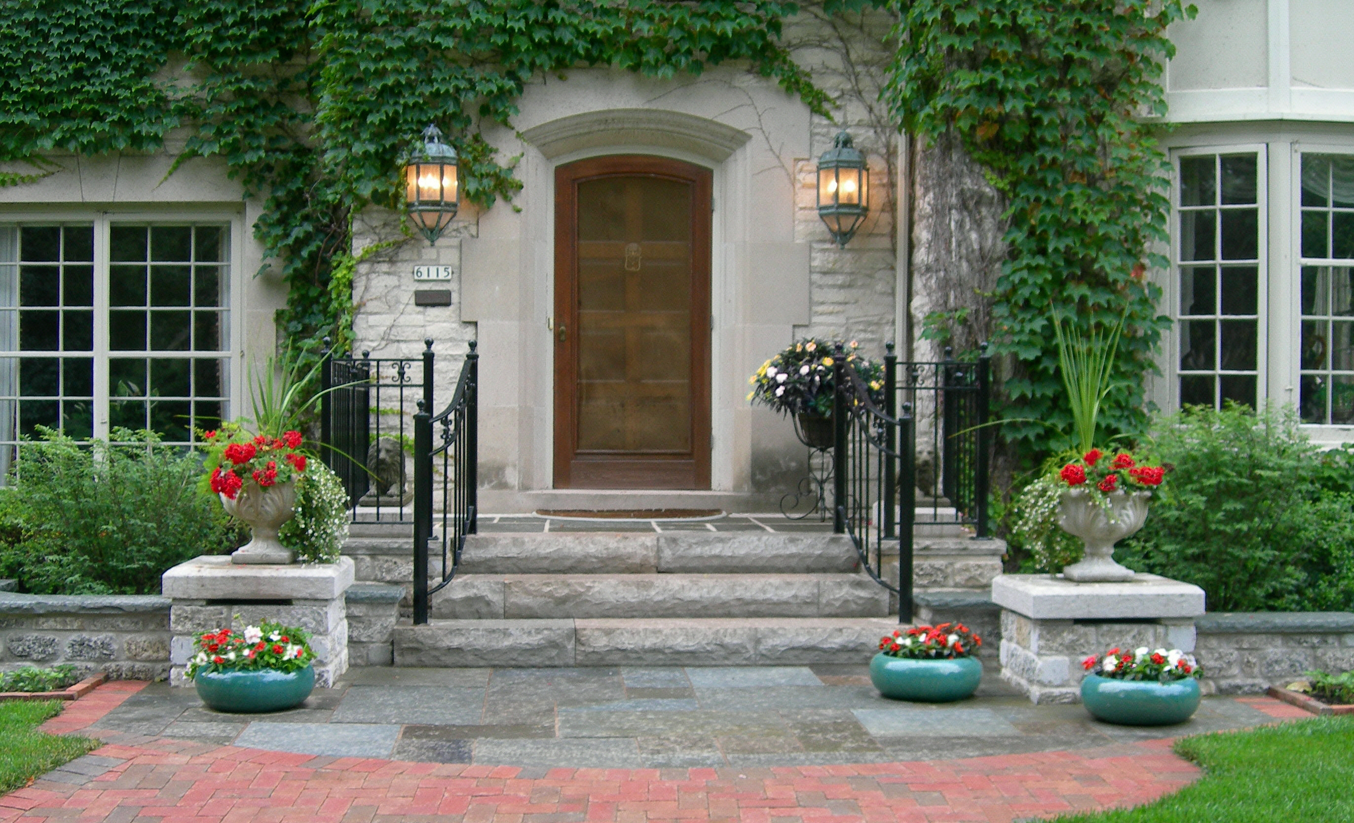 Creating an enchanting front entry with architectural details homesfeed for Beautiful home entrance design