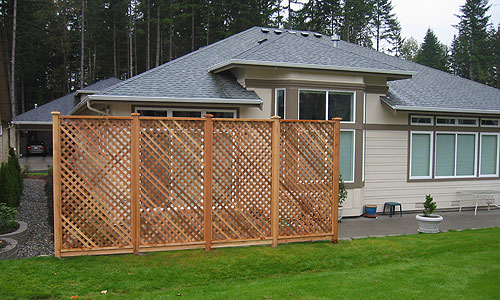 Perfect design of lattice fence design for your garden for Lattice panel privacy screen