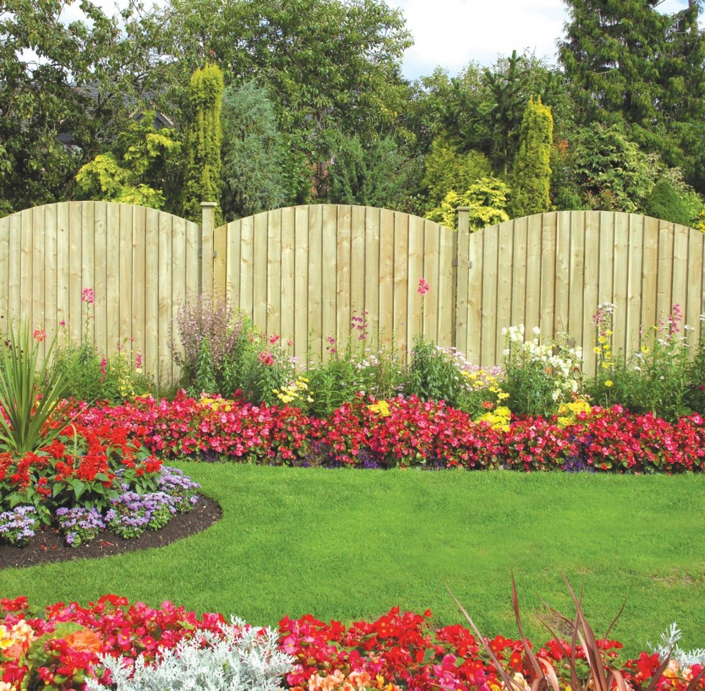 Adorable various design of outdoor fence decoration for Decorating your garden fence