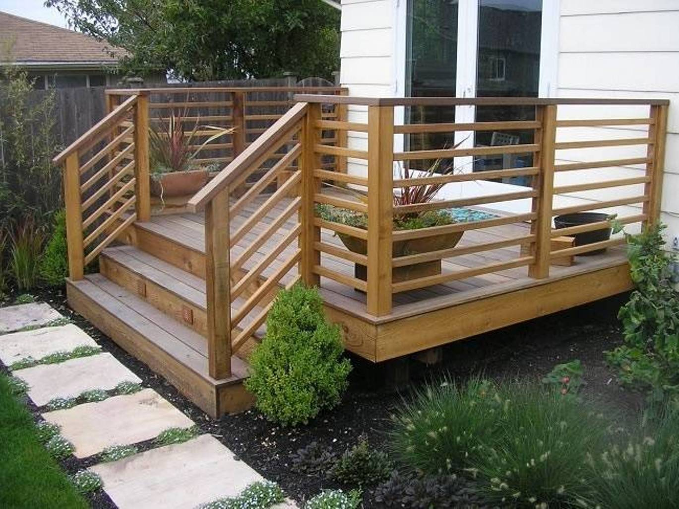 Nice concept and design of horizontal deck railing for for Deck designer