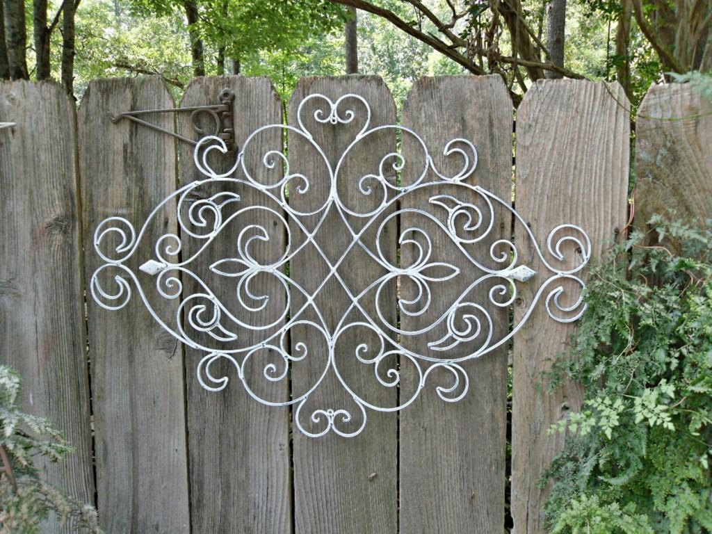 100 Backyard Fence Decorating Ideas