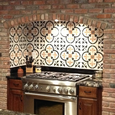 Spanish tile backsplash best choice for creating mexican for Spanish style kitchen backsplash