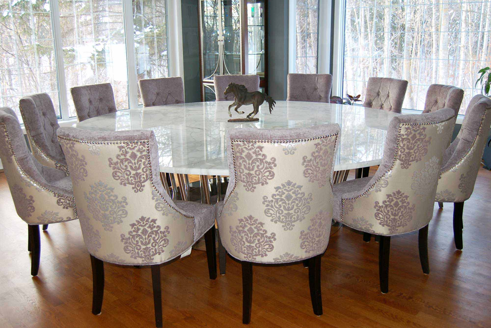 Big Rounded Dining Table With Marble Top Expensive And Elegant Chairs Wood Finishing Floor