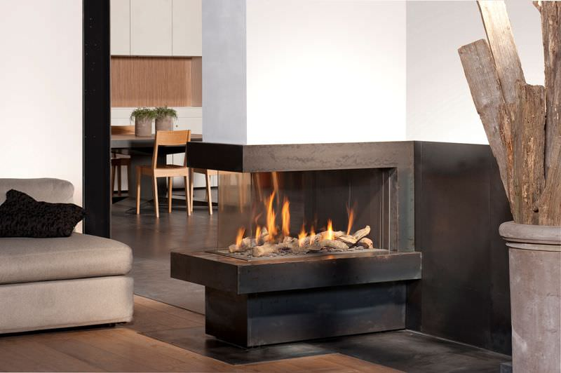 Creative modern 3 sided gas fireplace design homesfeed for 3 sided fireplaces