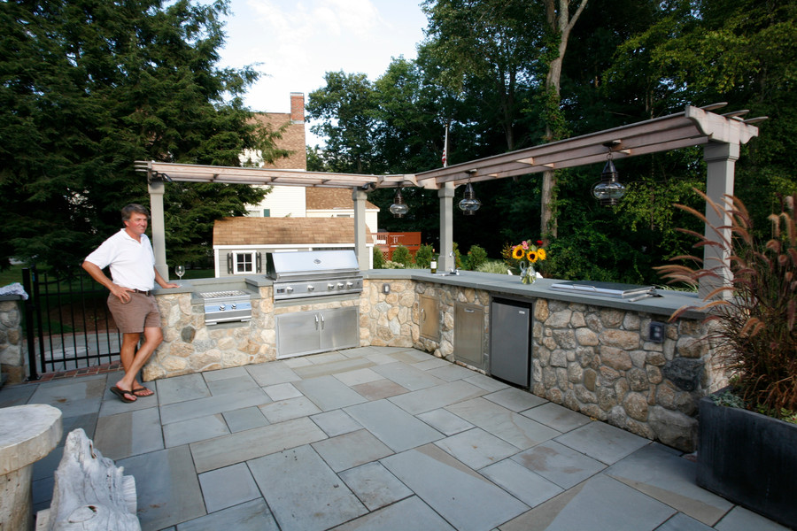 Outdoor kitchen designs best backyard designs with pool for Cool outdoor kitchen ideas