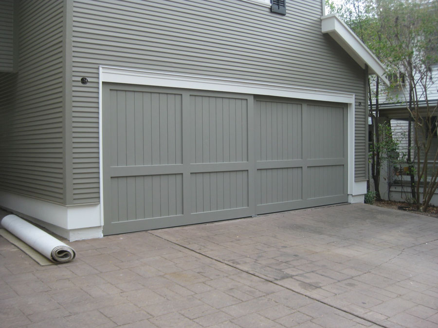 Craftsman style garage doors homesfeed for Arts and crafts garage