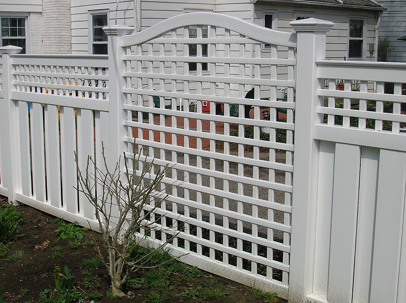 Select lattice fence designs based on your style homesfeed for Lattice privacy fence ideas