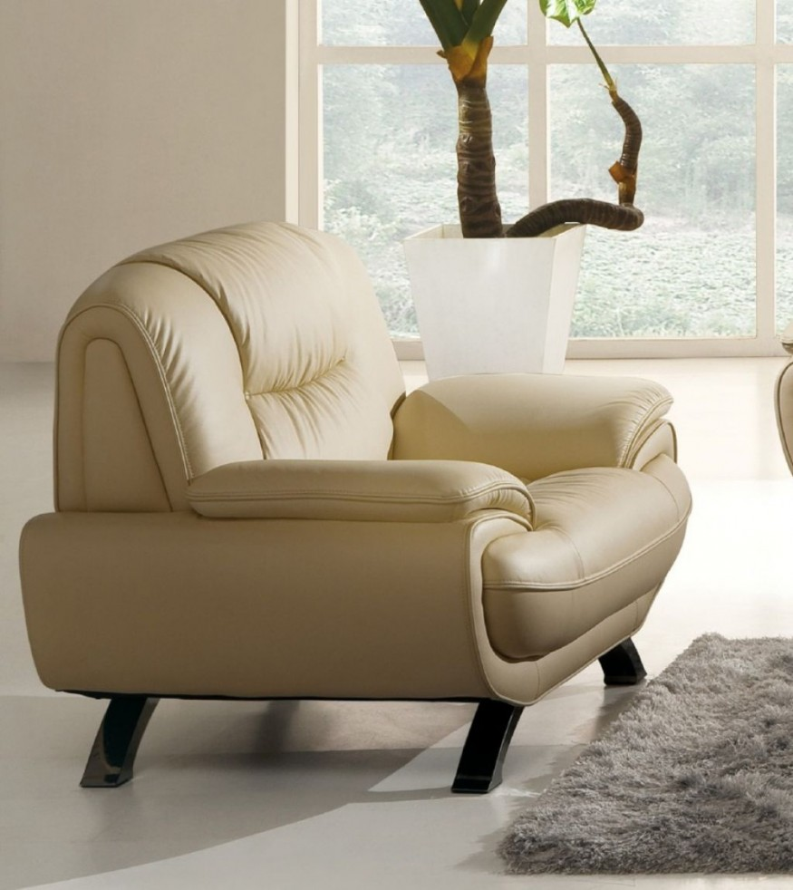 Comfortable chairs for living room homesfeed - Leather furniture for small living room ...