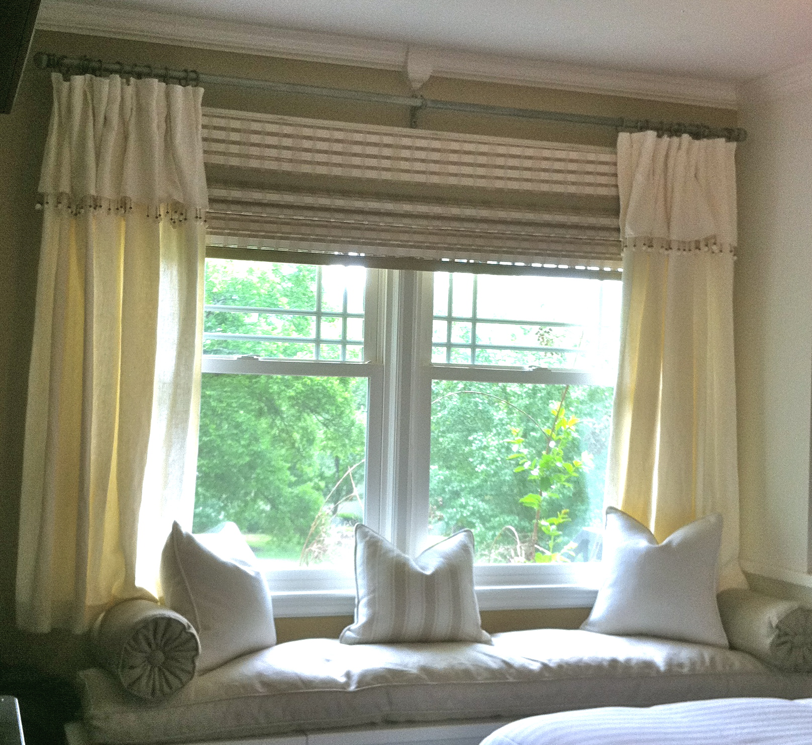 Inside house windows with curtains - Light Cream Color Large Window Curtains Cozy And Luxurious Daybed Furniture With Decorative Pillows