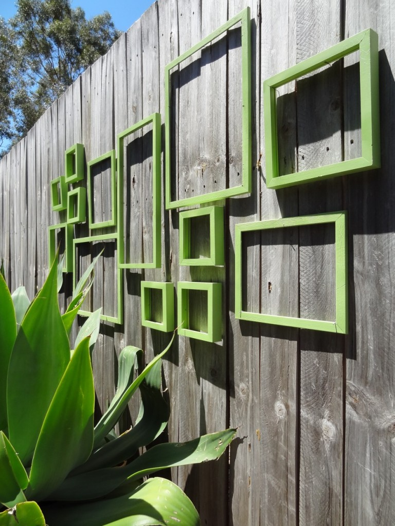 Garden wall ornaments - Nice Cool Adorable Old Grey Wood Fence Decorations With