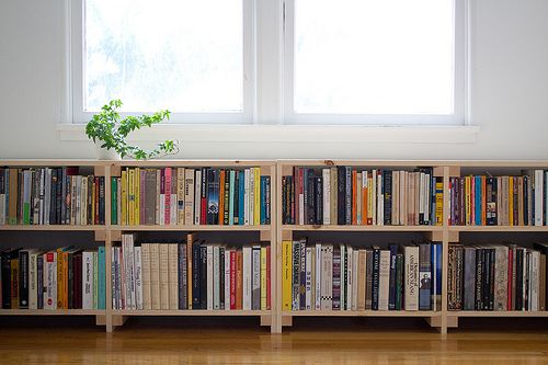 Several concept of under window bookcase at your bedroom homesfeed - Small space shelves concept ...