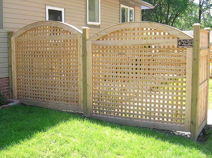 Perfect design of lattice fence design for your garden for Using lattice as fencing