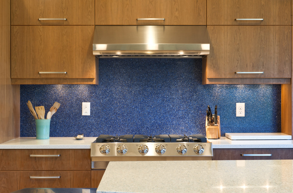 See the benefits of acrylic backsplash for kitchen homesfeed for Acrylic paint for kitchen cabinets