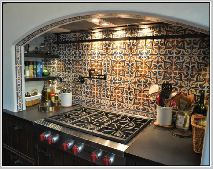 Spanish tile backsplash best choice for creating mexican for Modern mexican kitchen design