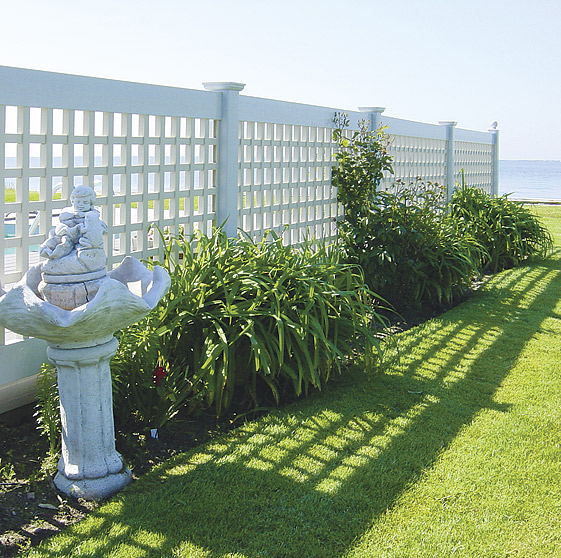 Select lattice fence designs based on your style homesfeed for Lattice garden fence designs