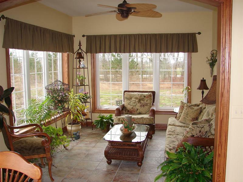 Florida Room Designs and Decorations HomesFeed : window bay with top window drapes classic furniture in wood material glass top table with decorative item indoor plant ornaments electric ceiling fan with five blades brown tiles flooring from homesfeed.com size 800 x 600 jpeg 87kB