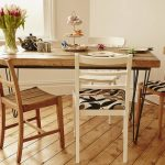 adorable-cool-nice-simple-hair-pin-legs-dining-table-with-thick-wooden-design-with-nice-decoration-and-four-casual-chair-made-of-wood-728x519