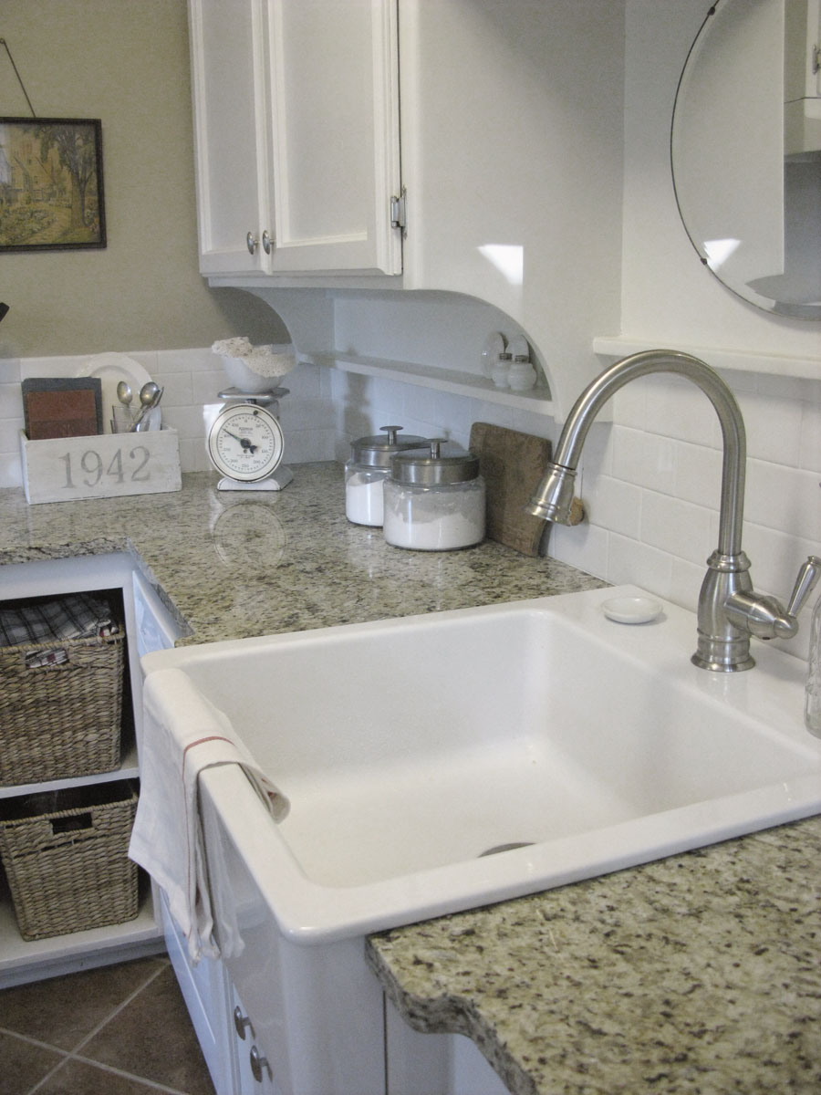 Large White Sink : the special characteristic of a farm sink is its sink