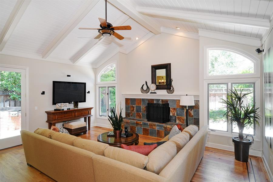 Ceiling Fan For Living Room L Shape Sofa With Round Wood Table A Gas