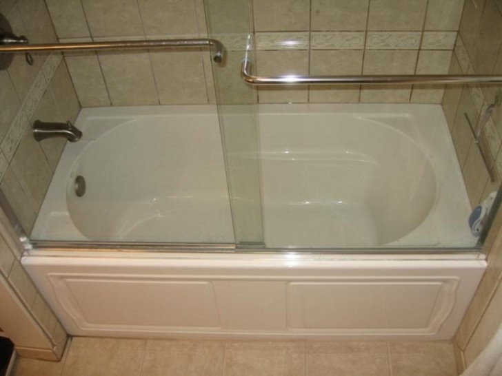Proper choice of soaking tubs for your small bathroom for Small bathroom tub