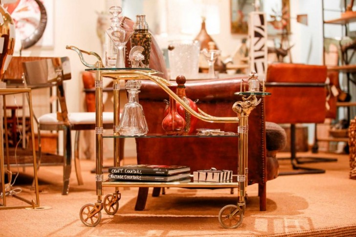 nice-luxurious-unique-adorable-small-shelve-Bar-Cart-with-gold-frame-design-made-of-metal-with-four-wheels-concept-design-728x485