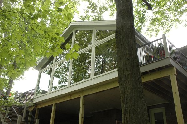 Things need you know about 3 season room ideas homesfeed for Glass deck floor