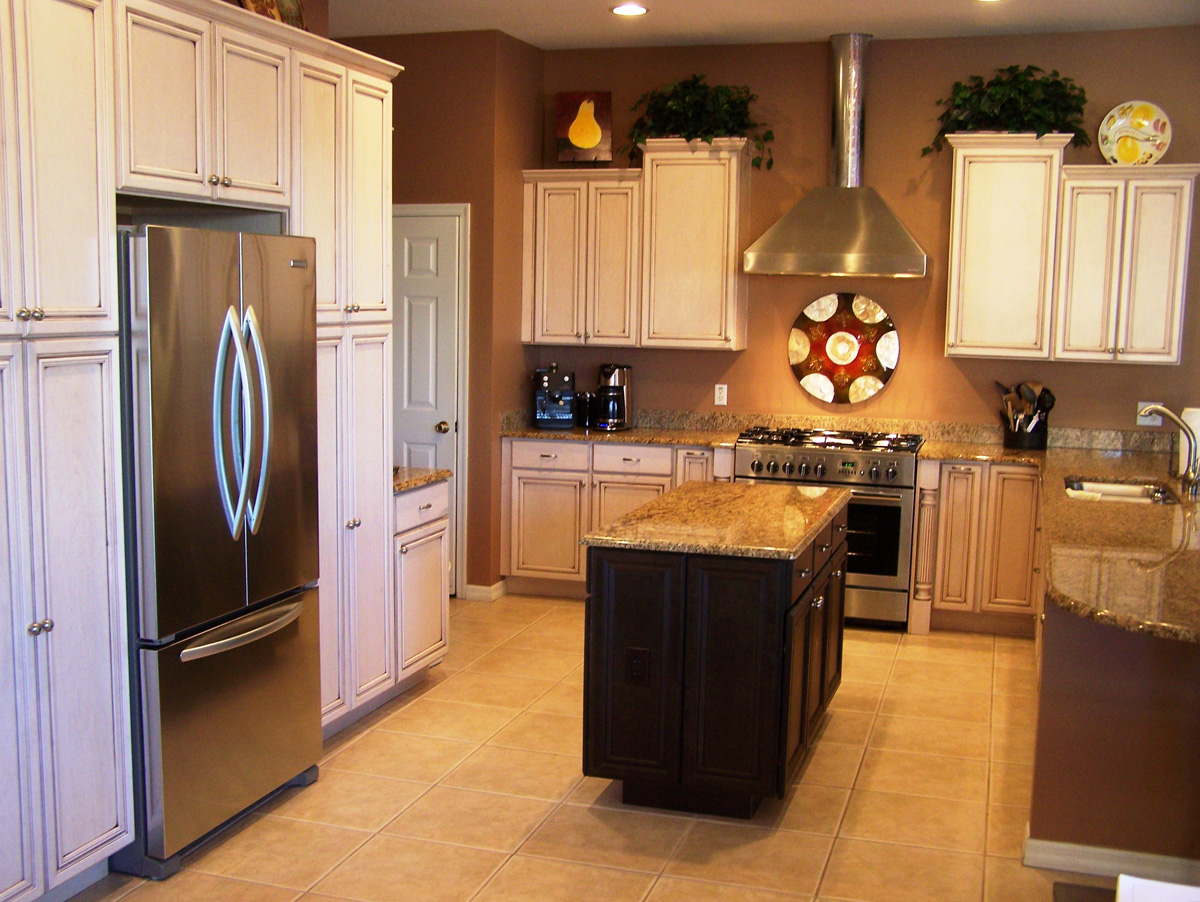 Steps how to hire a good kitchen remodelling contractors for Old home kitchen remodel