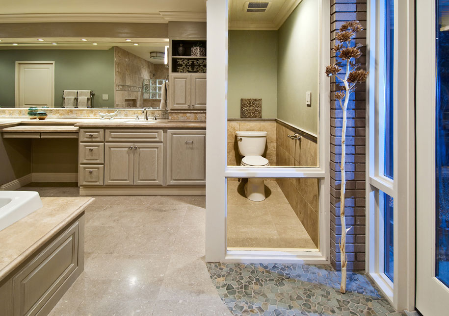 Get an excellent and a luxurious bathroom outlook by for Amazing bathroom remodels