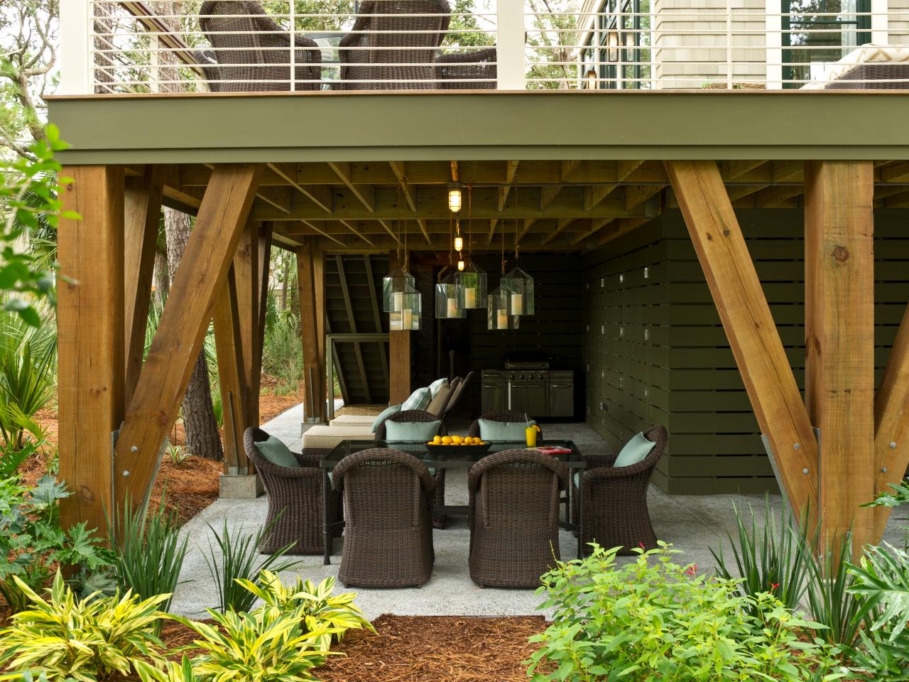 Create a comfortable and relaxing place for your family by for Decorate small patio area