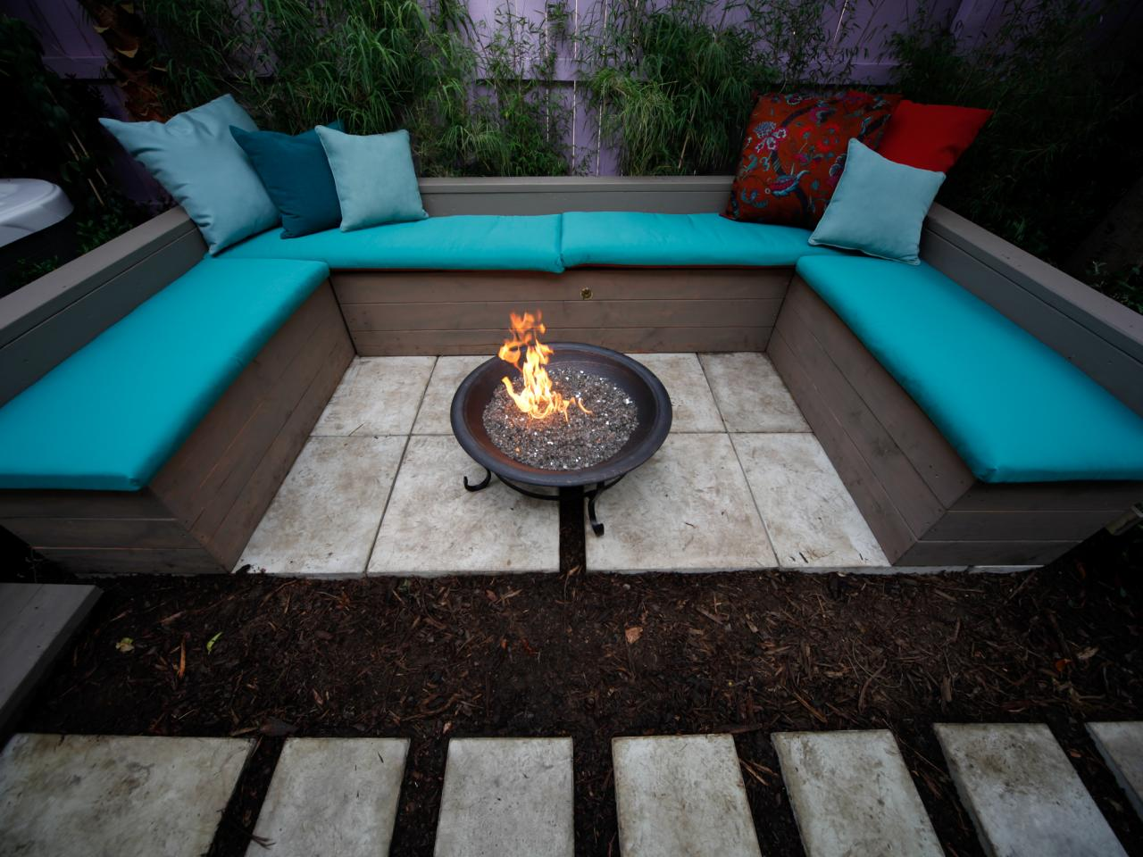 In Ground Fire Pit Design Juggles Cold Outdoor Into A Warm