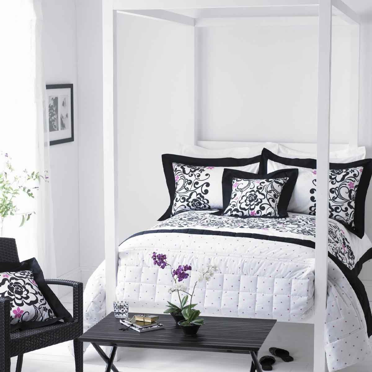 Black And White Bedroom Ideas With Bed And Pretty Bedding Set Plus Wooden  Table And Chairs