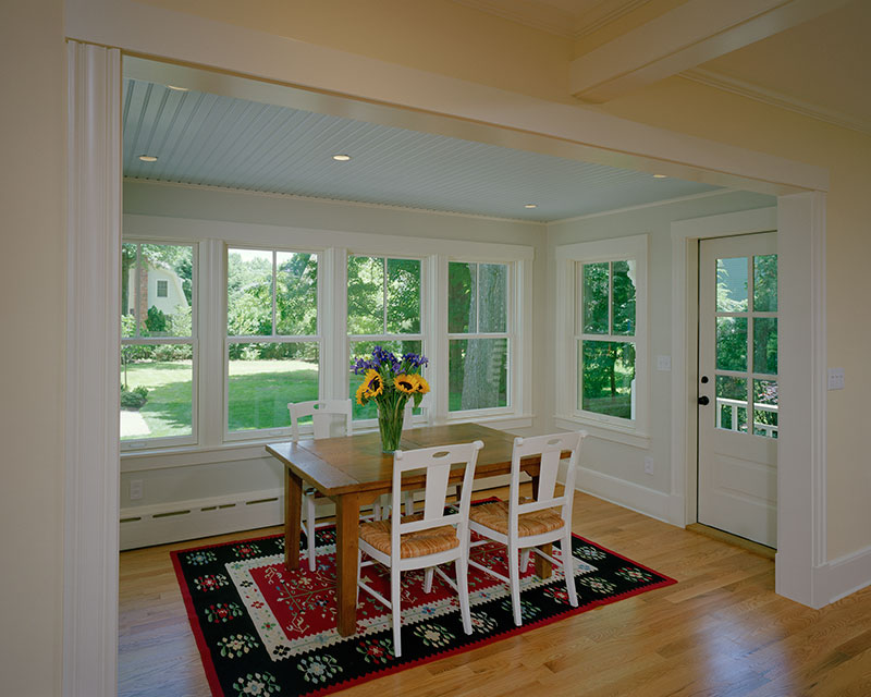 Fancinating Cottage Style Windows For Simple And Charming