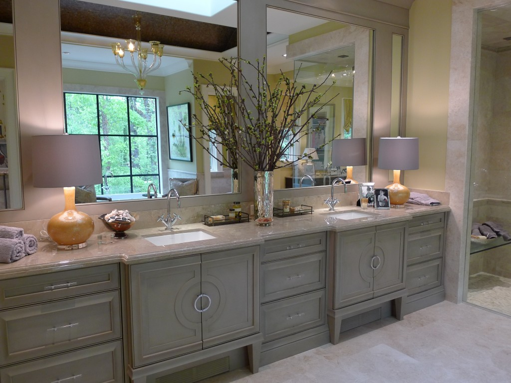 Dull White Long Bathroom Vanity Design With Spacious Wall Mirror With  Greenery And Glossy Countertop Above